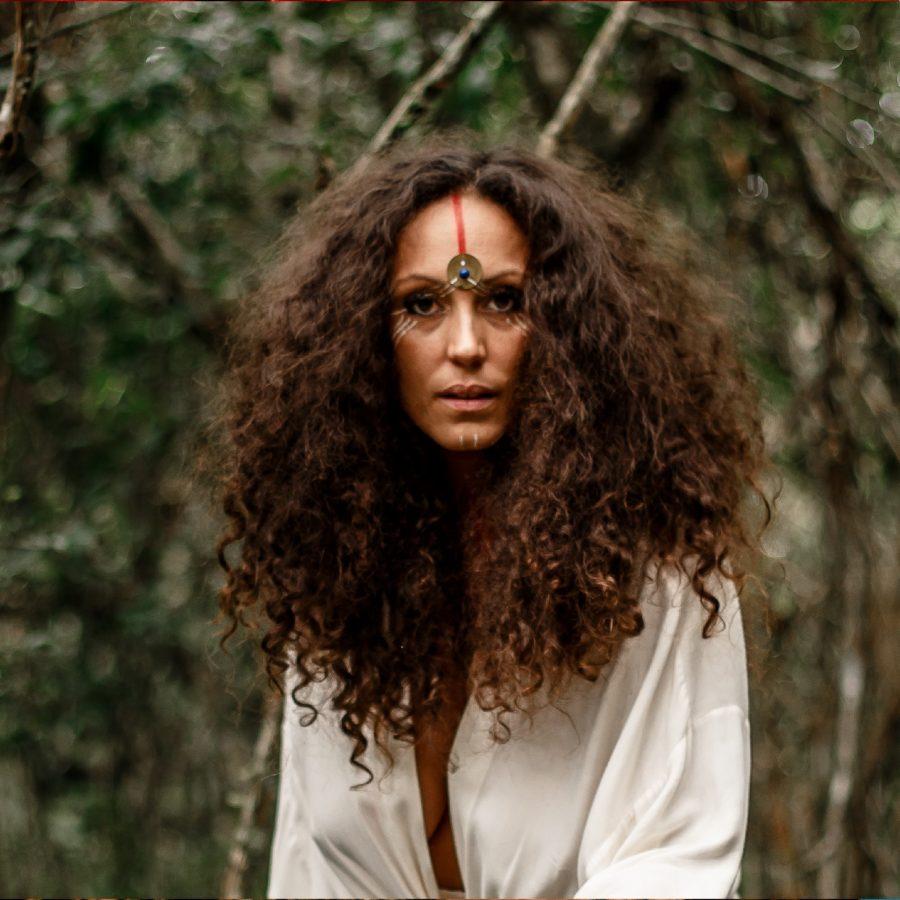 Palco Alma Londrina - Não me vejo sendo uma artista, se não for para falar da nossa existência, conta Raissa Fayet